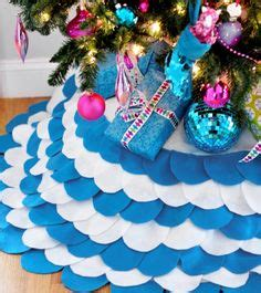 scalloped tree skirt 1000 images about tree skirt ideas on tree