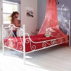 decoration et mobilier chambre de baldaquin lit