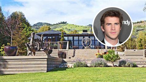 liam hemsworth house hunger games beau hunk liam hemsworth buys malibu estate variety