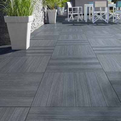 terrasse 50 cm hoch carrelage terrasse gris anthracite 50 x 50 cm caillebotis