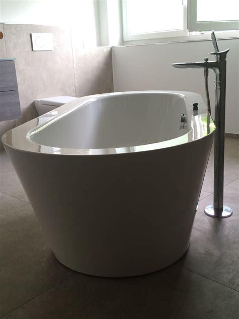 badewanne einbauen lassen freistehende badewanne halb einbauen innenr 228 ume und
