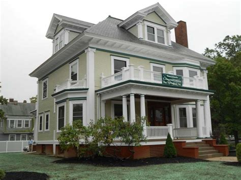 house painting designs how much to paint exterior of house with green and white