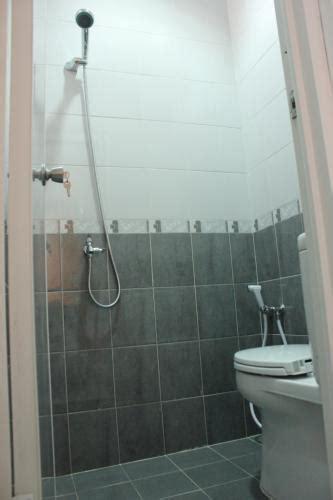 Tempat Duduk Shower Kamar Mandi tempat kost di daerah kemang kebayoran baru pela mang jakarta selatan bangunan baru