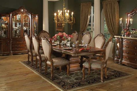 Dining Room Designs: Vintage Chandelier Wooden Floor Traditional Dining Room Design Ideas