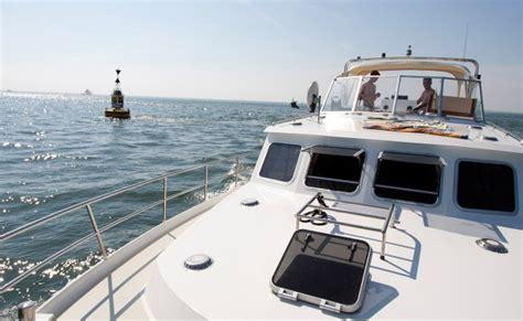last minute jachtverhuur friesland boot huren informatie gjs hw yachtcharter