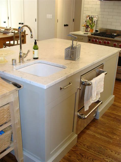 sink and dishwasher drawers in the island great for entertaining