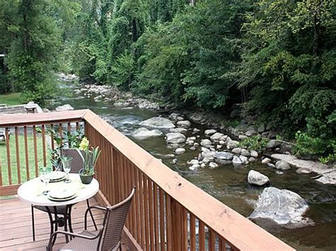 river house gatlinburg tn river romance 2 bedroom 2 bathroom cabin rental in gatlinburg tennessee cabins