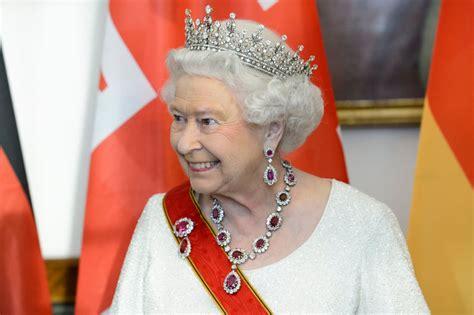 Elisabeth Earring elizabeth ii s earrings popsugar fashion