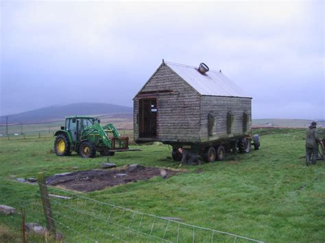 house movers ireland moving house 169 derek mayes cc by sa 2 0 geograph britain and ireland