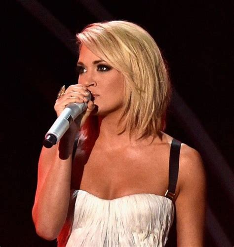 Carrie Underwood Hairstyle by Carrie Underwood Grammy Hair 2016 Medium Hair