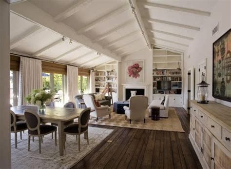 jennifer aniston house interior jennifer aniston justin theroux s cozy rental house hooked on houses