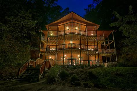 Luxury Cabin Rentals In Pigeon Forge Tn by Timber Tops Luxury Cabin Rentals Pigeon Forge Tn