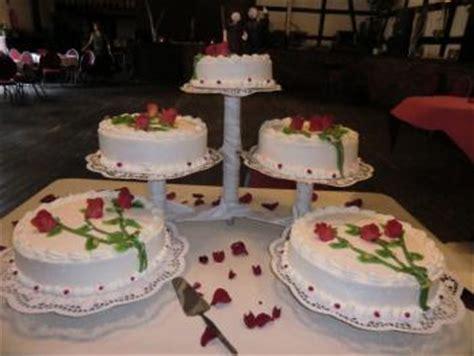 Hochzeitstorte Nebeneinander by Hochzeitstorte Mit St 228 Nder Oder Stapeln Motivtorten