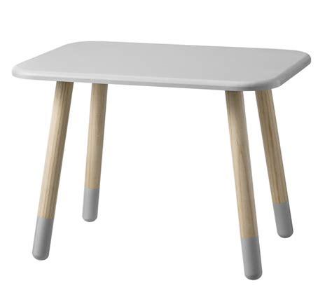 table bureau enfant table enfant bloomingville file dans ta chambre