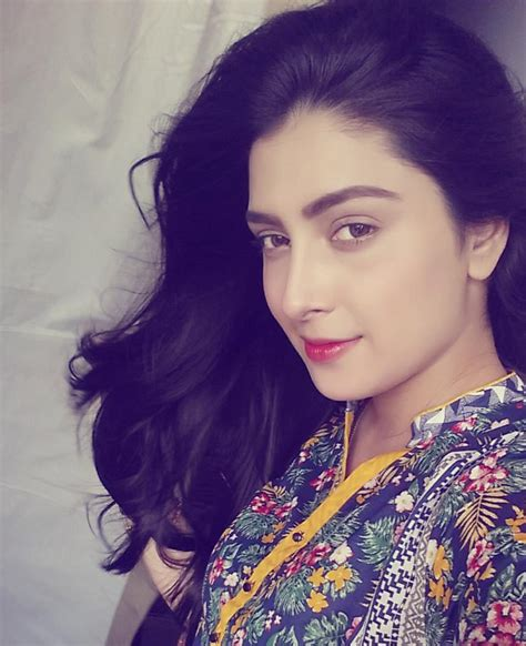 Valentine Quotes by Ayeza Khan Beautiful Hd Wallpaper