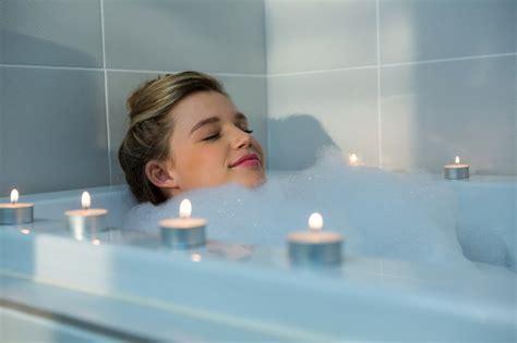cat peeing in bathtub 6 trikov ki ti bodo v trenutku pomagali zaspati bodi