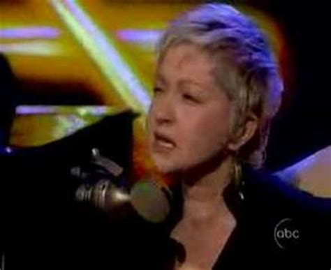 cyndi lauper sings quot true colors quot live on the