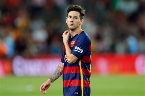 short biography of lionel messi in english manchester united transfer news lionel messi learning