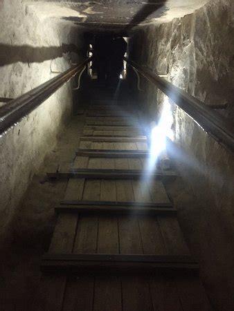 interno di una piramide a subida dentro da piramide foto di piramide di cheope
