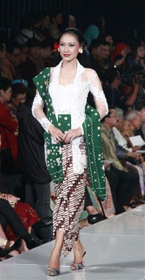 design batik anne avantie modern kebaya design by anne avantie indonesia design
