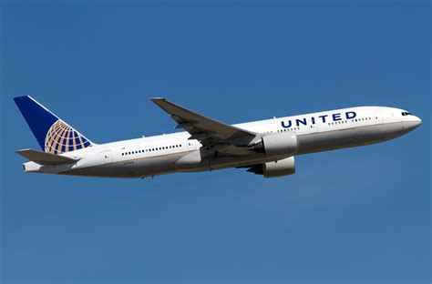 united airline boeing 777 200 united airlines photos and description of