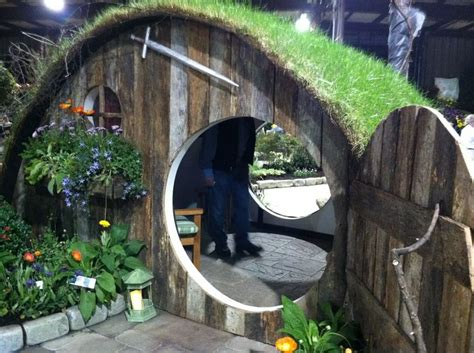 hobbit dog house 25 best ideas about hobbit houses on pinterest hobbit home hobbit hole and roots movie