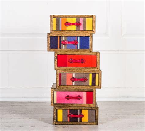 piccole cassettiere in legno cassettiera asimmetrica colour duzzle
