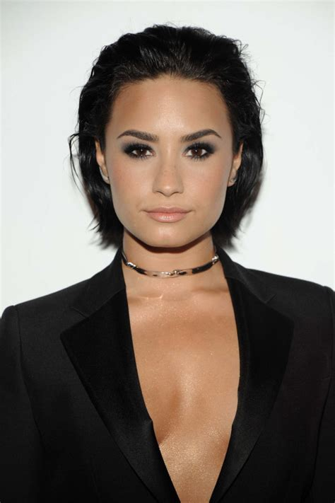 how to wear slick back natural hair 7 times demi lovato nailed her bob haircut bobs wet