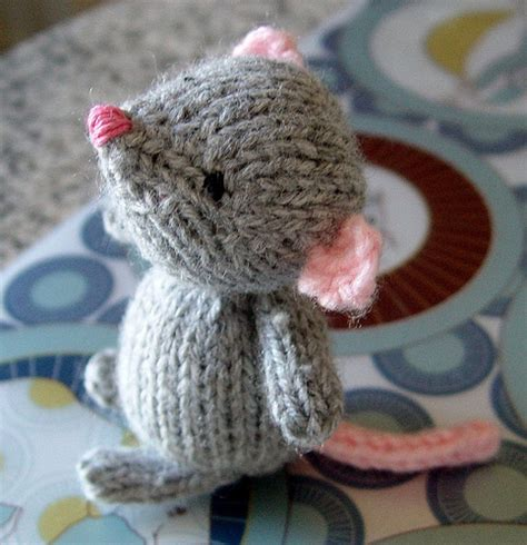 mouse knitting pattern marisol the knitted mouse knitting bee