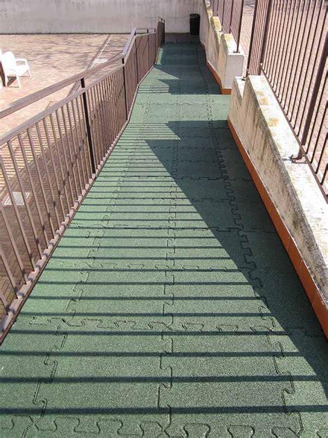 pavimenti antiscivolo per esterni pavimento re antiscivolo pavimento s b r codex srl