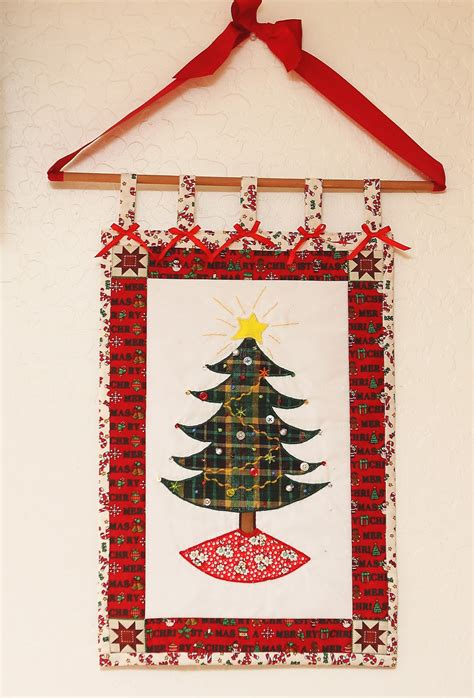 daisydoodle christmas tree wall hanging