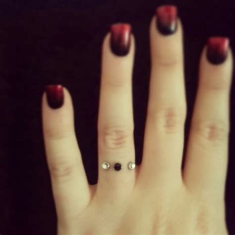 finger ring piercing pictures and images page 3