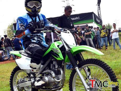 Lu Sein Depan Kanan Kawasaki Klx 150 report test ride new kawasaki klx 150 road tmcblog