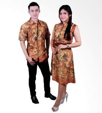 desain gaun couple 15 desain baju batik couple model terbaru