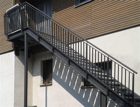 treppen aus stahl hochwertige treppen und gel 228 nder f 252 r innen und au 223 en bau