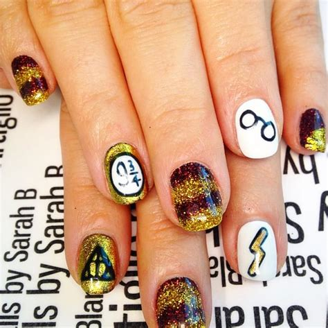Gryffindor Nail glittering gryffindor 18 harry potter nail designs