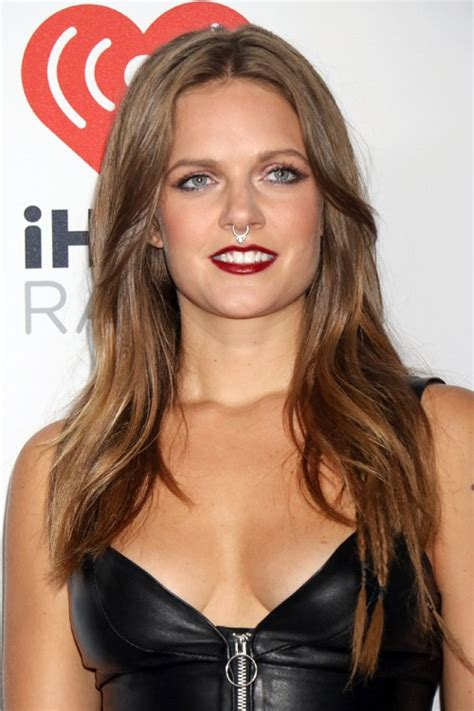tove lo straight medium brown chin length layers mini