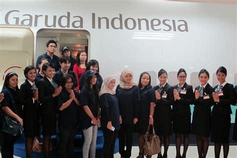 detik garuda indonesia mengintip latihan pramugari cantik garuda indonesia