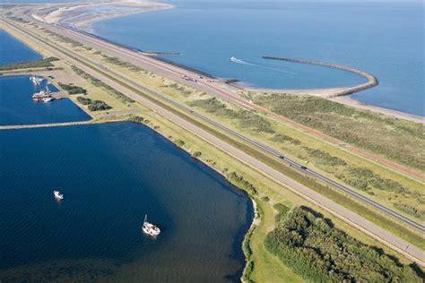 de brouwersdam de brouwersdam is het zevende bouwwerk van de deltawerken