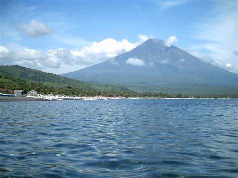 detiknews gunung agung bali gunung agung from amed 171 volunteer bali