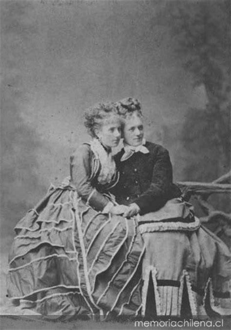 Moda femenina, siglo XIX - Memoria Chilena, Biblioteca