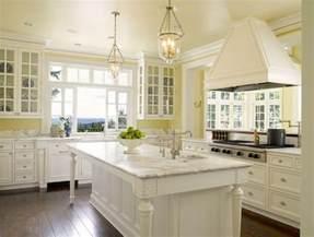 agréable Cuisine Jaune Et Blanche #1: 3couleur-peinture-cuisine-jaune-clair-peinture-meuble-cuisine-blanche-cuisine-style-traditionnel.jpg