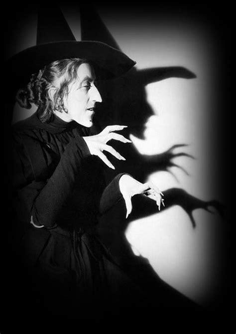 Bruxa de Verdade com unhas grandes - Bruxas imagem #1178