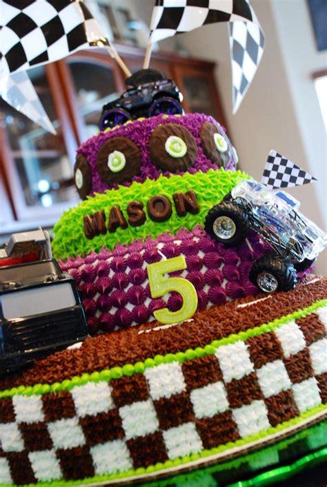 grave digger monster truck cake 1000 ideias sobre grave digger cake no pinterest bolos