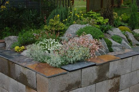 cinder block flower bed yahoo