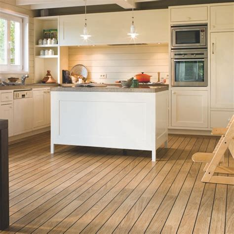 Wood Kitchen Floors Step Varnished Oak Laminate Wood Flooring Housetohome Co Uk