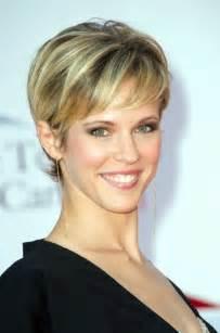 modeles coiffures courtes femmes 50 ans