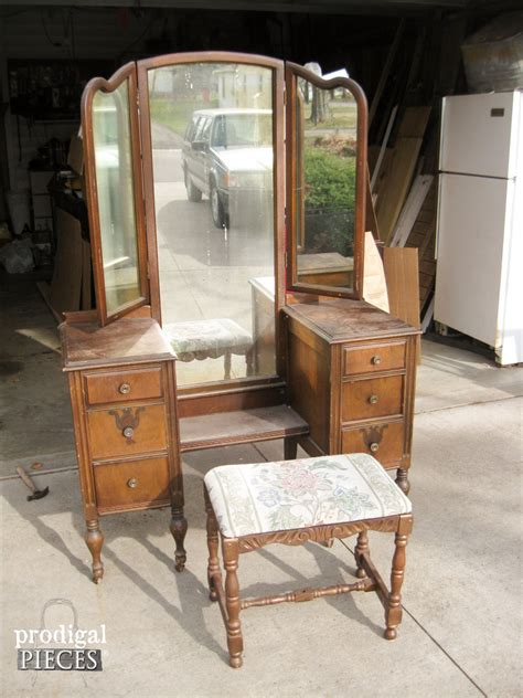 Antique Makeup Vanities by Hometalk An Antique Vanity Transformation