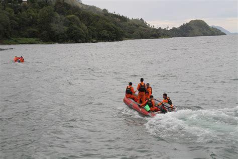 ferry lake toba lake toba ferry mishap 200 still missing
