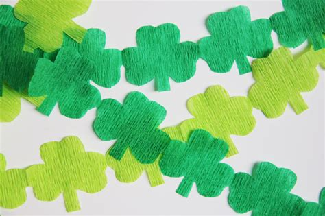 Shamrock Decorating by Lucky You Try These Two Easy Diy Decorating Ideas For St